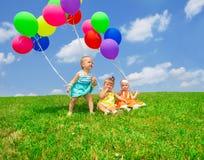 Μικρά παιδιά μπαλονιών Στοκ φωτογραφία με δικαίωμα ελεύθερης χρήσης