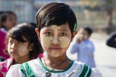 Μικρά παιδιά πορτρέτου με το thanaka στο πρόσωπο inle λίμνη Myanmar Στοκ Φωτογραφία