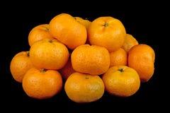 Μικρά πορτοκάλια κινεζικής γλώσσας στο μαύρο υπόβαθρο Στοκ φωτογραφία με δικαίωμα ελεύθερης χρήσης