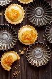 Μικρά πορτοκαλιά tarts με την άσπρη σοκολάτα Στοκ φωτογραφίες με δικαίωμα ελεύθερης χρήσης