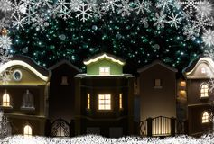 Μικρά σπίτια κάτω από το χριστουγεννιάτικο δέντρο τα Χριστούγεννα διακοσμούν τις φρέσκες βασικές ιδέες διακοσμήσεων Στοκ Εικόνα