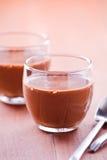 Μικρά φλυτζάνια Mousse σοκολάτας Στοκ φωτογραφία με δικαίωμα ελεύθερης χρήσης