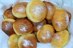 Μικρά donuts με τη ζάχαρη στοκ φωτογραφία με δικαίωμα ελεύθερης χρήσης