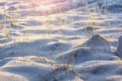 Μικρά snowdrifts, όπως τους λόφους Στοκ εικόνα με δικαίωμα ελεύθερης χρήσης