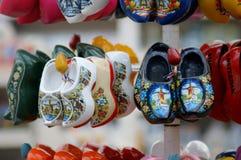 Μικρές αντενστάσεις παραδοσιακά ολλανδικά clogs στοκ φωτογραφία με δικαίωμα ελεύθερης χρήσης