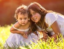 μικρές αδελφές Στοκ Φωτογραφίες