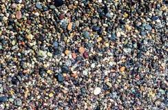 Μικρές ζωηρόχρωμες υγρές πέτρες Στοκ εικόνες με δικαίωμα ελεύθερης χρήσης