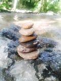 Μικρές κοίτες με τη σύσταση πολλών πετρών και βράχων backgroun Στοκ Εικόνες