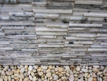 Μικρές πέτρες και γκρίζος μαρμάρινος τουβλότοιχος σύστασης πετρών Στοκ Εικόνες