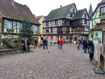 Μικρές πόλεις που διακοσμούνται για τα Χριστούγεννα Στρασβούργο - Αλσατία, Γαλλία Στοκ Εικόνες