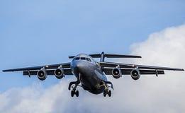 Μικρής απόστασης προσέγγιση προσγείωσης επιβατικών αεροπλάνων bae 146 Στοκ Φωτογραφίες