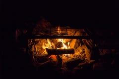 Μικρή άνετη πυρά προσκόπων Στοκ φωτογραφία με δικαίωμα ελεύθερης χρήσης