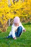 μικρή άνοιξη πάρκων κοριτσιώ& Στοκ Εικόνες