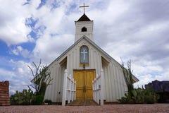 Μικρή άσπρη ξύλινη εκκλησία Στοκ εικόνα με δικαίωμα ελεύθερης χρήσης