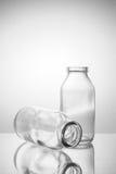 Μικρή έκδοση 2 μπουκαλιών γυαλιού δύο Στοκ φωτογραφία με δικαίωμα ελεύθερης χρήσης