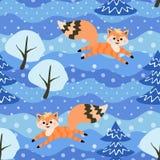 Μικρή αστεία ευθυμία αλεπούδων στο χειμερινό δάσος μεταξύ των χιονισμένων δέντρων άνευ ραφής διανυσματική ταπετσαρία προτύπων διανυσματική απεικόνιση