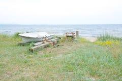 Μικρή βάρκα και εργαλείο Στοκ Φωτογραφίες