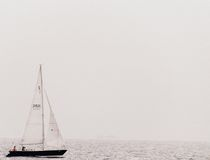Μικρή βάρκα στη λίμνη Στοκ εικόνες με δικαίωμα ελεύθερης χρήσης