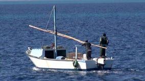 Μικρή βάρκα Fishyng απόθεμα βίντεο