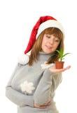 μικρή γυναίκα φυτών εκμετάλλευσης στοκ φωτογραφία με δικαίωμα ελεύθερης χρήσης