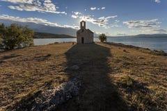 Μικρή εκκλησία, μεγάλη σκιά Στοκ φωτογραφίες με δικαίωμα ελεύθερης χρήσης