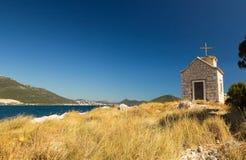 Μικρή εκκλησία στο μικρό νησί στη Δαλματία, Κροατία Στοκ εικόνα με δικαίωμα ελεύθερης χρήσης