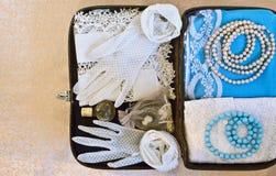 Μικρή εκλεκτής ποιότητας βαλίτσα στοκ φωτογραφία