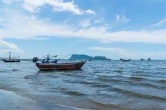 Μικρή επαρχία Prachuap Khiri Khan περιοχής AO Prachuap αλιευτικών σκαφών στη νότια Ταϊλάνδη Στοκ Φωτογραφίες