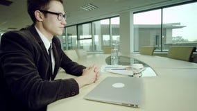 Μικρή διακοπή στην εργασία γραφείων φιλμ μικρού μήκους