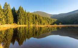 Μικρή λίμνη Arber το φθινόπωρο, Βαυαρία, Γερμανία Στοκ Εικόνα