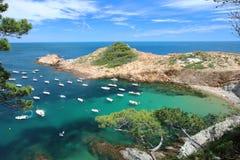 Μικρή παραλία του S ` Eixugador κοντά στο όμορφο χωριό και παραλία του τόνου Sa στο Λα Κόστα Μπράβα `, Μεσόγειος, Καταλωνία, Ισπα Στοκ φωτογραφία με δικαίωμα ελεύθερης χρήσης