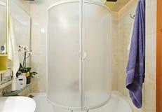 μικρή πετσέτα ντους λουτ Στοκ εικόνα με δικαίωμα ελεύθερης χρήσης