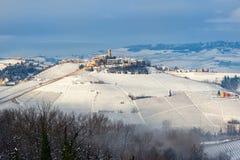 Μικρή πόλη στο χιονώδη λόφο Στοκ εικόνα με δικαίωμα ελεύθερης χρήσης