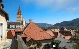 Μικρή πόλη weissenkirchen--der-Wachau στην τράπεζα του Δούναβη Χαμηλότερη Αυστρία Στοκ Φωτογραφία