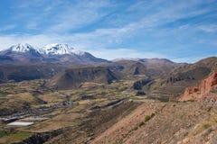 Μικρή πόλη στο της Χιλής Altiplano Στοκ Εικόνες