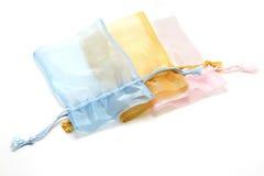 Μικρή σακούλα υφάσματος στο άσπρο υπόβαθρο στοκ φωτογραφία με δικαίωμα ελεύθερης χρήσης