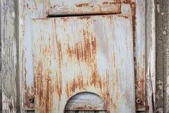 Μικρή σκουριασμένη πόρτα στην πόρτα Στοκ Εικόνα