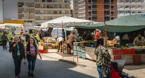 Μικρή υπαίθρια αγορά όπου του quarteira στην Πορτογαλία Στοκ φωτογραφία με δικαίωμα ελεύθερης χρήσης