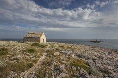Μικροί εκκλησία και φάρος Στοκ εικόνα με δικαίωμα ελεύθερης χρήσης