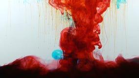 Μικροί σπινθήρες που πέφτουν από τον κόκκινο στυλοβάτη της πυρκαγιάς, έκρηξη της έννοιας αερίου σχιστόλιθου φιλμ μικρού μήκους