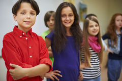 Μικροί σπουδαστές στην τάξη στοκ εικόνες