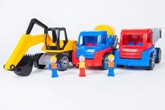 Μικρογραφίες των εργατών οικοδομών και των φορτηγών Στοκ εικόνα με δικαίωμα ελεύθερης χρήσης