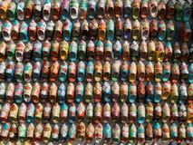 Μικροσκοπικά παπούτσια σε μια μαροκινή αγορά στοκ εικόνα