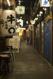 Μικροσκοπικά τρόφιμα backstreet, Hibiya, Τόκιο, Ιαπωνία Στοκ Φωτογραφία