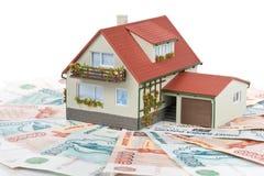 μικροσκοπικά χρήματα σπιτιών Στοκ εικόνα με δικαίωμα ελεύθερης χρήσης