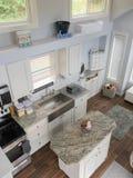 Μικροσκοπικές διαβίωση σπιτιών και περιοχή κουζινών στοκ εικόνες
