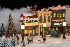 Μικροσκοπική του χωριού σκηνή Χριστουγέννων στοκ φωτογραφία