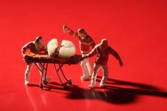 Μικροσκοπικοί εργαζόμενοι που εκτελούν τις οδοντικές διαδικασίες Οδοντικό γραφείο AR Στοκ φωτογραφίες με δικαίωμα ελεύθερης χρήσης