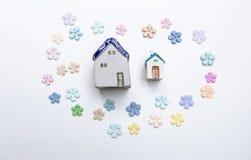 Μικροσκοπικό πλαίσιο σπιτιών σχεδίου με το όμορφο έγγραφο λουλουδιών Στοκ Φωτογραφίες
