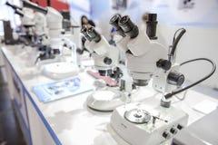 μικροσκόπια Στοκ εικόνες με δικαίωμα ελεύθερης χρήσης